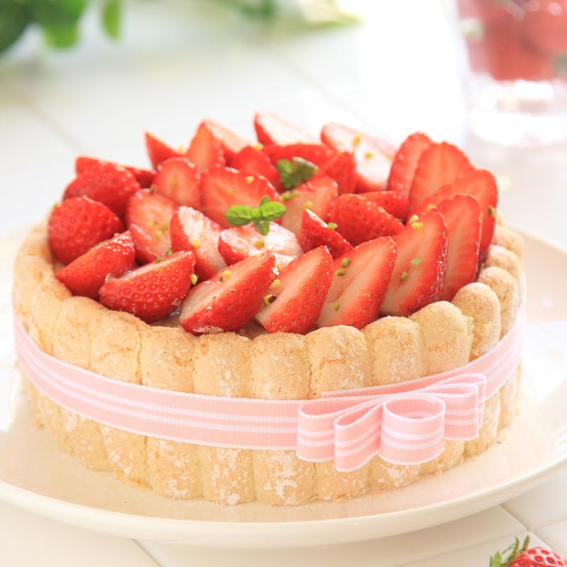 いちごのシャルロットケーキの画像